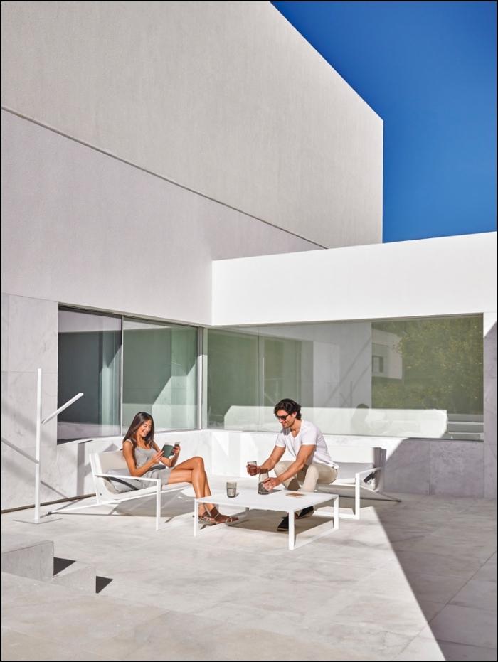 blau singular lounge chair white 1 700x931 - Sofa Blau - Gandia Blasco