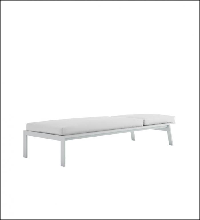 timeless chaiselongue white 1 700x773 - Liege Timeless - Gandia Blasco