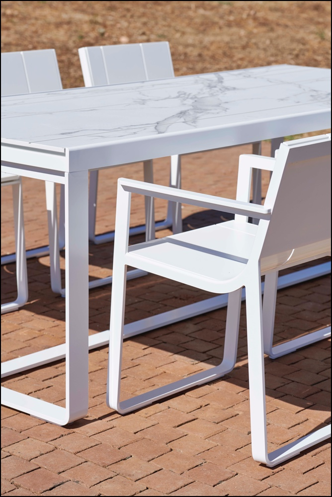 flat dining table chairs detail white dekton aura 2 - Hoher Tisch Flat - Gandia Blasco