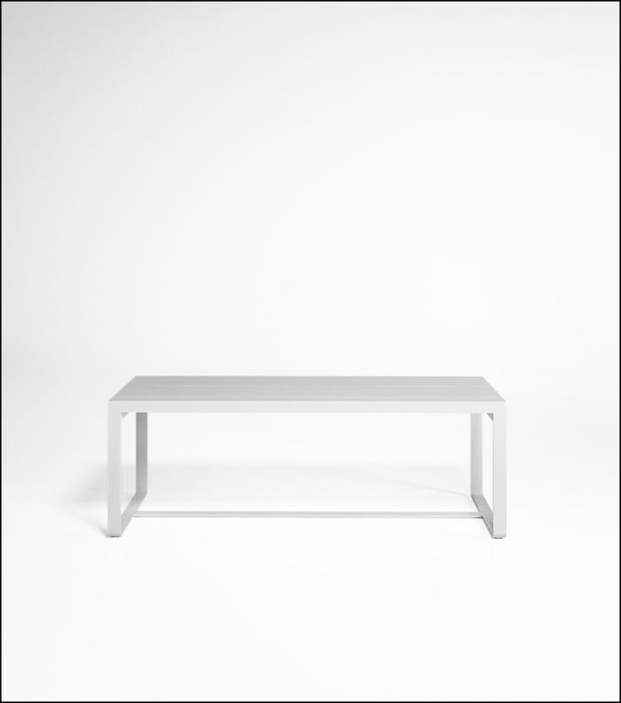 flat white high table 210 product image 1 700x792 - Hoher Tisch Flat - Gandia Blasco