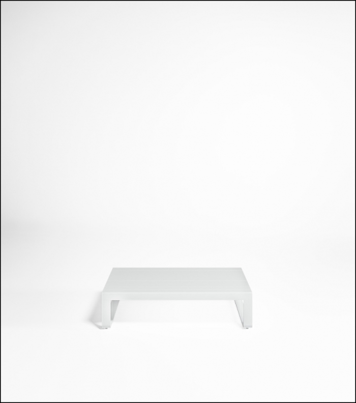 flat white low table 120 product image 1 700x792 - Niedriger Tisch Flat - Gandia Blasco